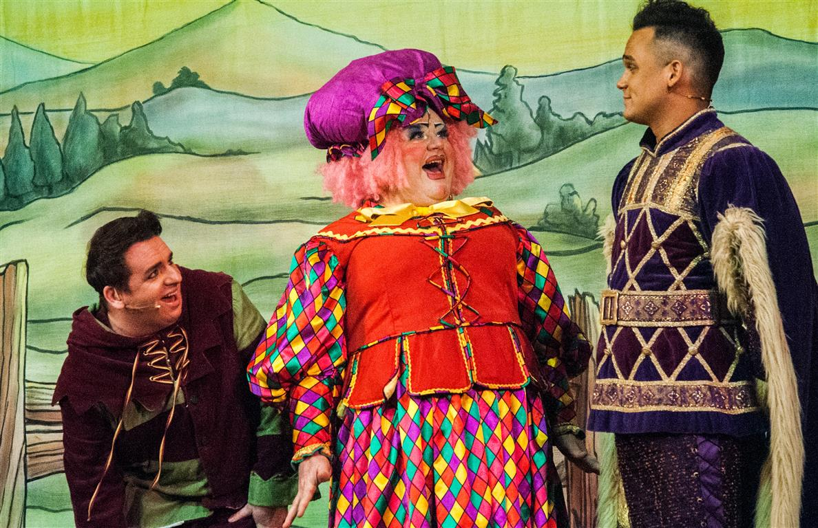 Panto klaxon! Snow White and the Seven Dwarfs