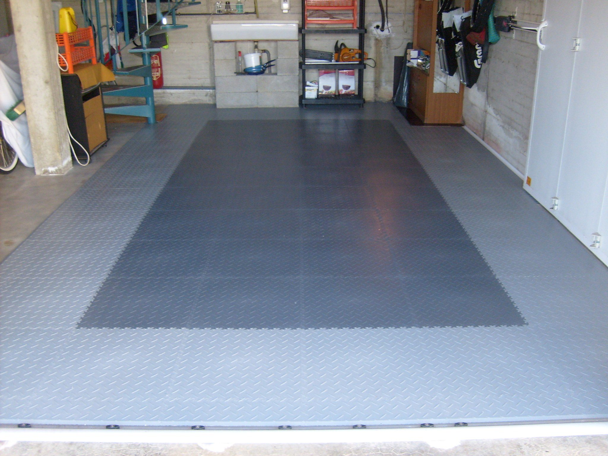 Bricoflor a versatile flooring alternative for the garage for Flooring alternatives