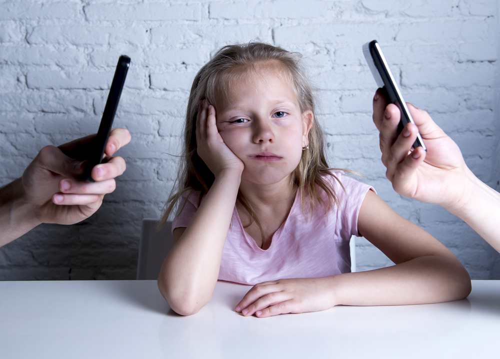 mobile phones, parenting, Sue Atkinds, mobile phone addicts, dad blog uk, dadbloguk.com, school run dad
