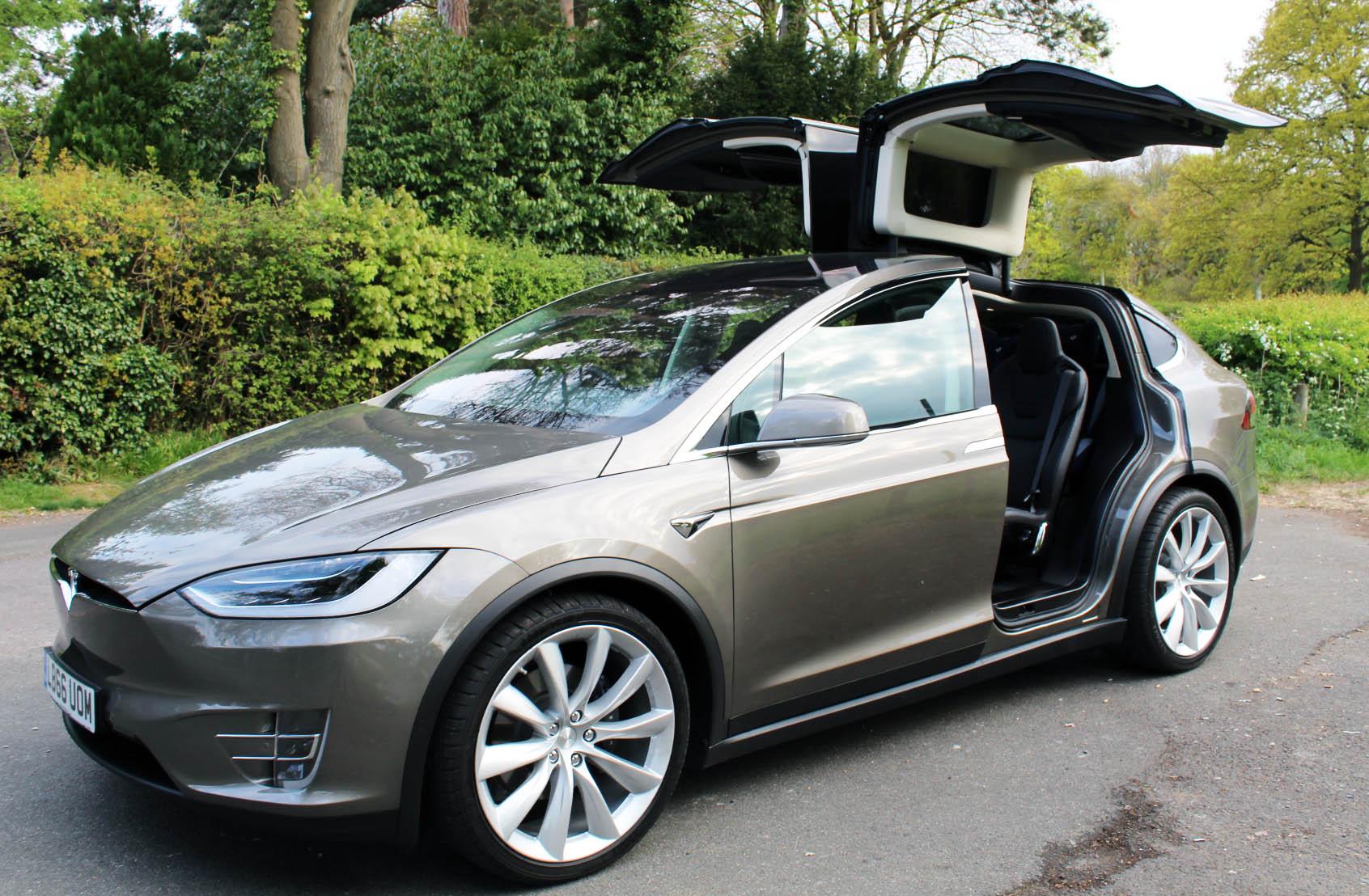 Tesla Model X, falcon wing doors, EVr Go Electric, dadbloguk, dadbloguk.com, school run dad, electric car reviews