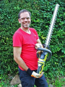 Ryobi, Ryobi ONE+ corldess hedge trimmer, hedge trimmer review, hrdge trimme rtest, dad blog uk, dadbloguk.com, school run dad, stay at home dad