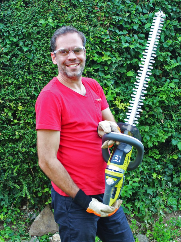 Ryobi, Ryobi ONE+ corldess hedge trimmer, hedge trimmer review, hrdge trimme rtest, dad blog uk, dadbloguk.com, school run dad, stay at home dad