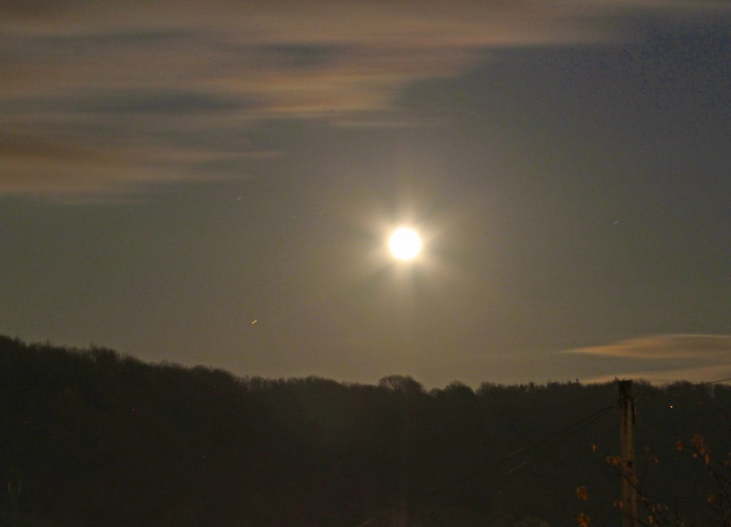 Full moon, moon flare, flaring light, dadbloguk, dadbloguk.com, dad blog uk, school run dad, stay at home dad, #mysundayphoto