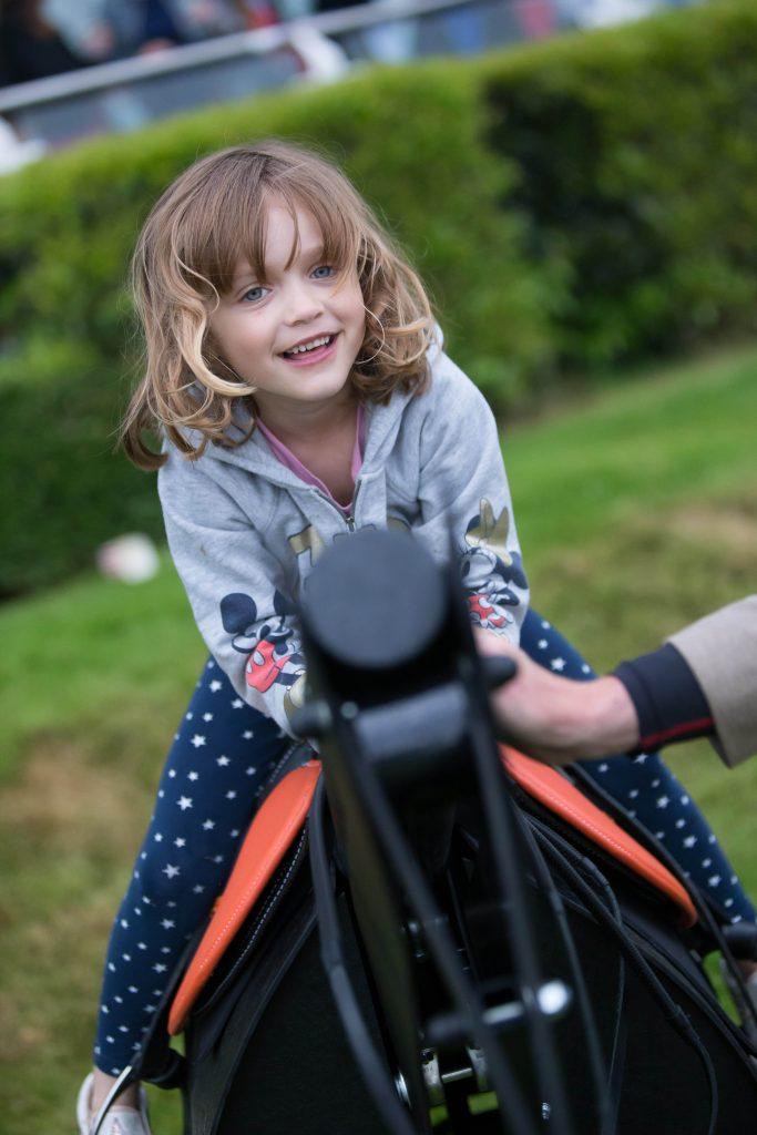 Under18sracefree, great British racing, Sandown Park, dadbloguk, dadbloguk.com, uk dad blogger, school run dad, #srd, days out with kids