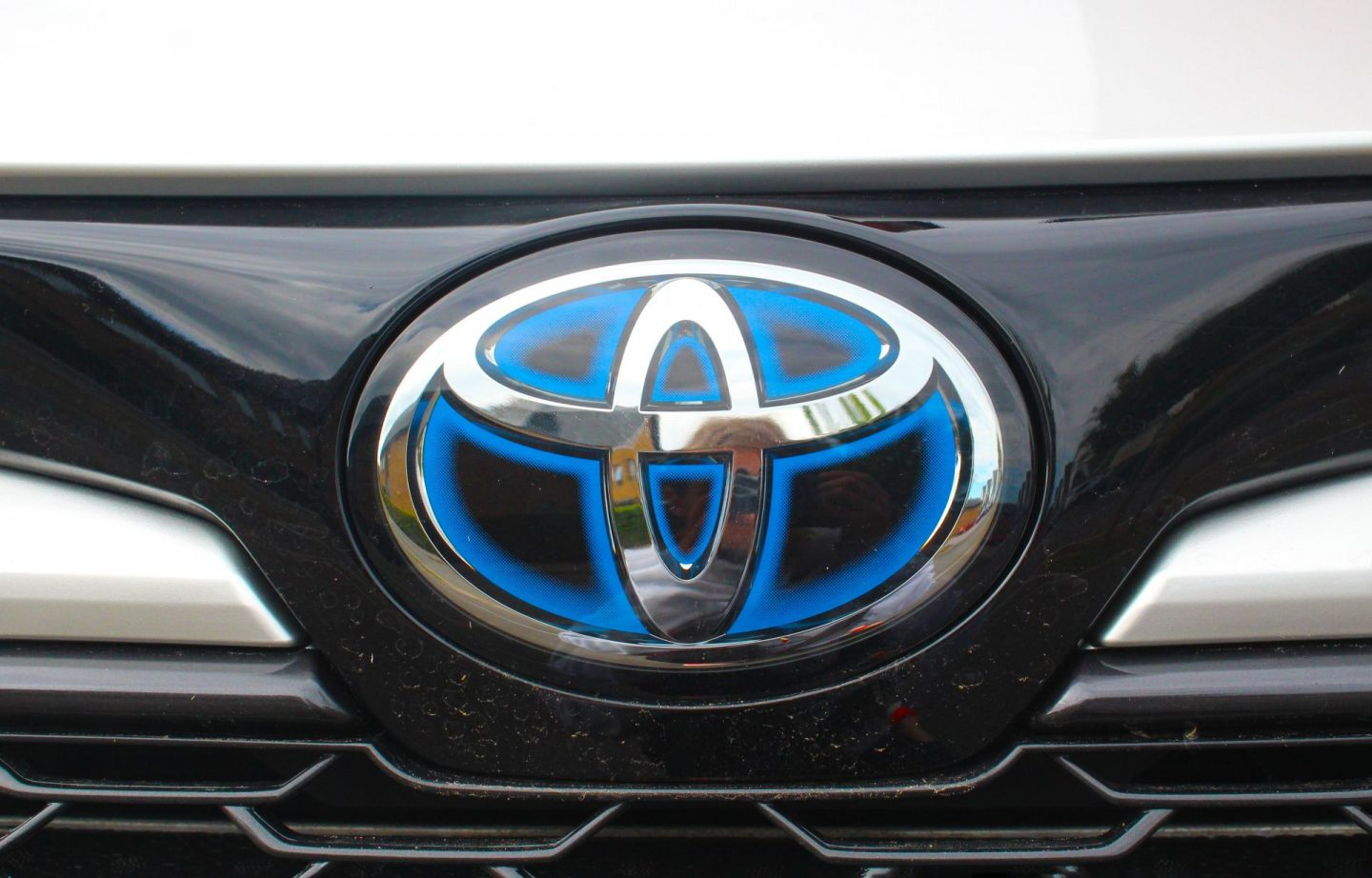 Badge and grille at front of car.