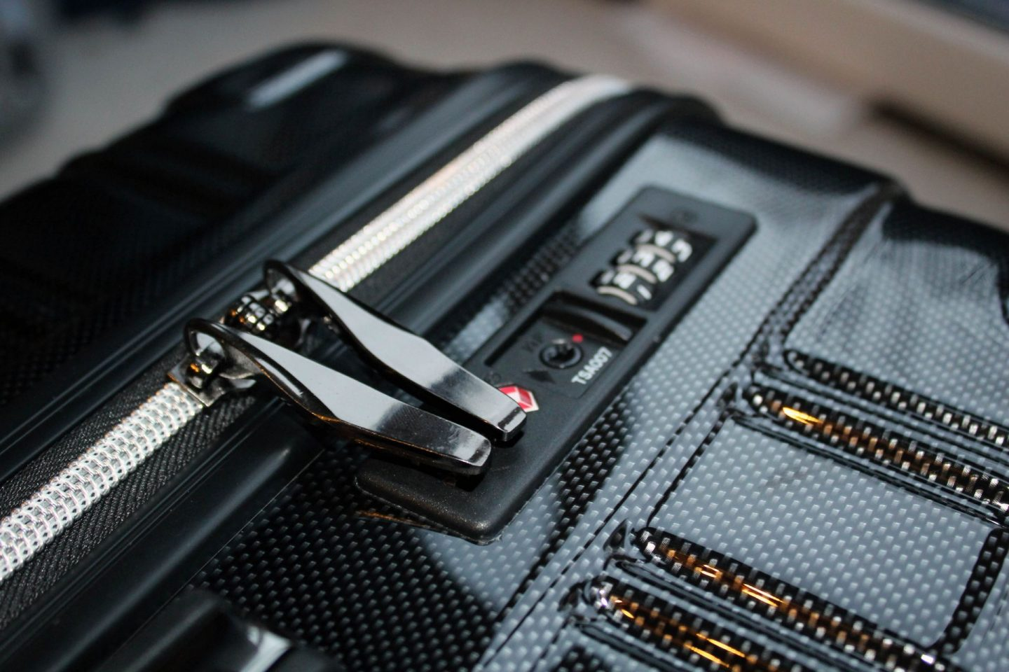 Luggage for families. Image of the integrated lock on the Chicago case.