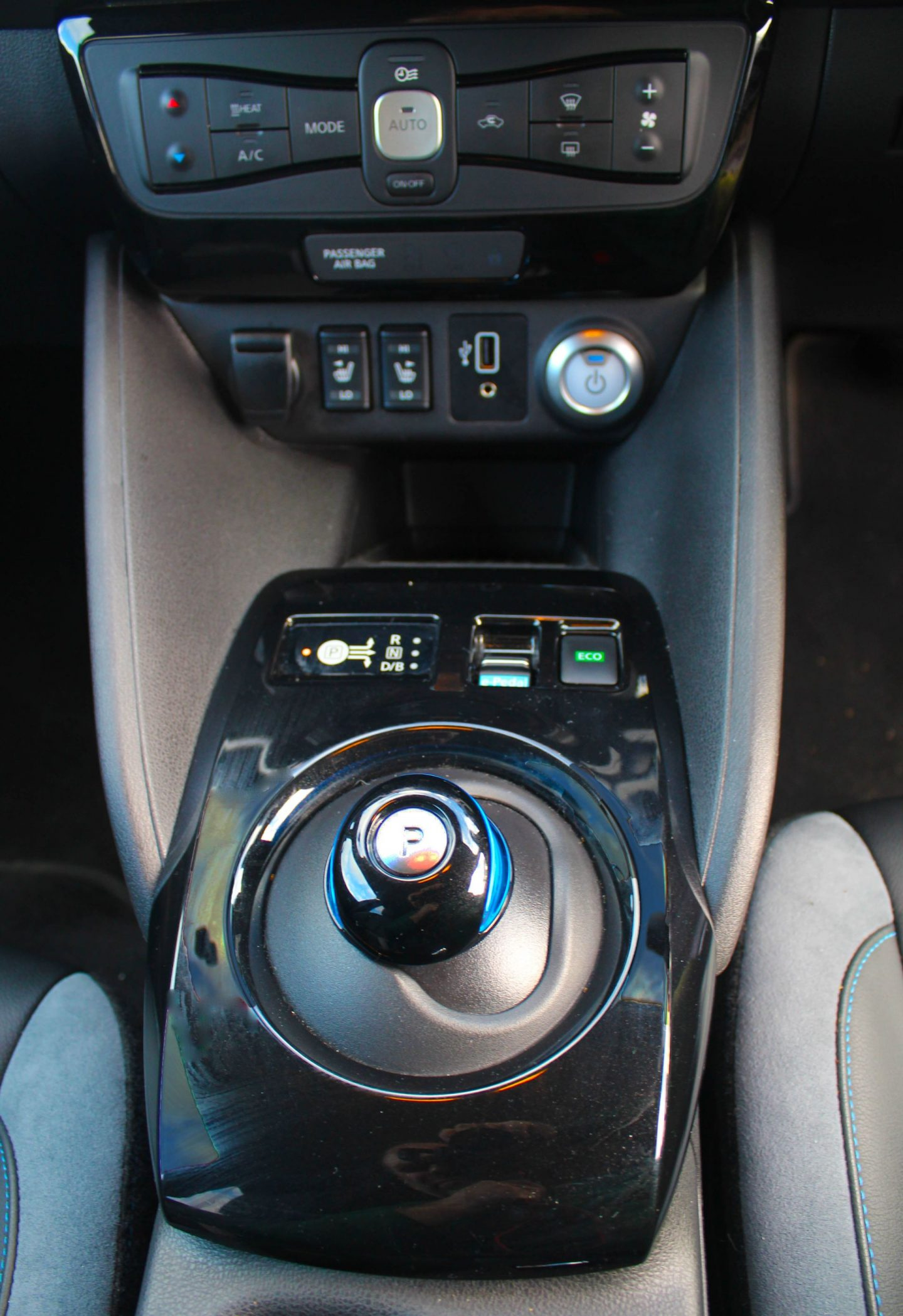 Nissan Leaf central console